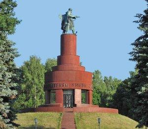 Визволителям Києва